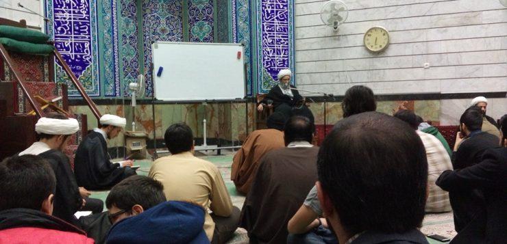 جلسه هفتگی تفسیر استاد اخوان، یکشنبه شب دهم بهمن ماه 95، در حوزه علمیه حضرت ابوطالب(س) برگزار گردید.